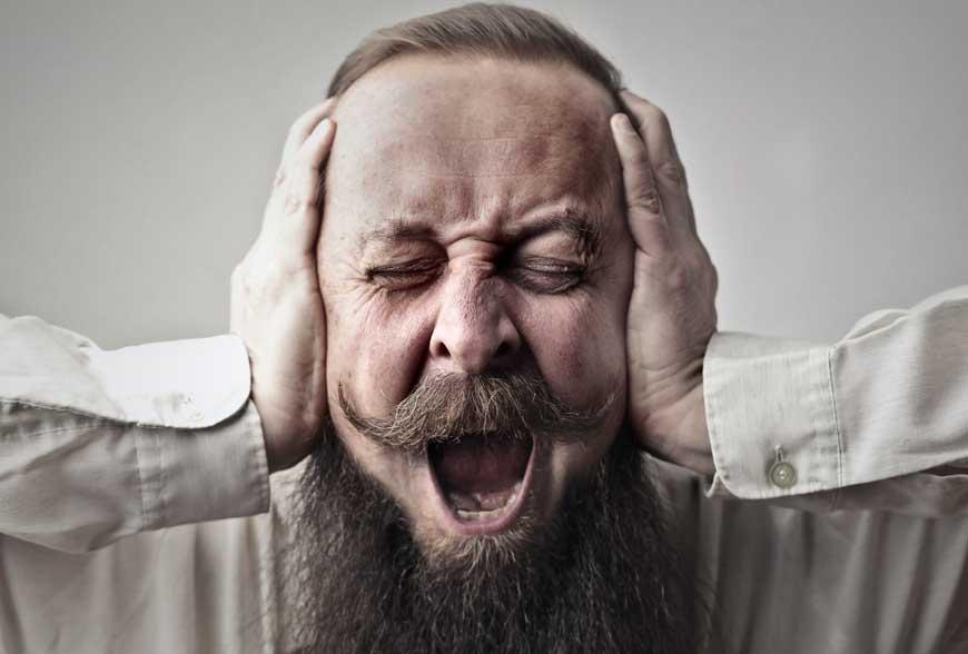 8 příčin hučení v uchu