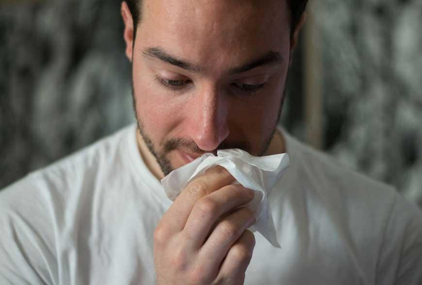 9 příčin ucpaného nosu a bolesti hlavy